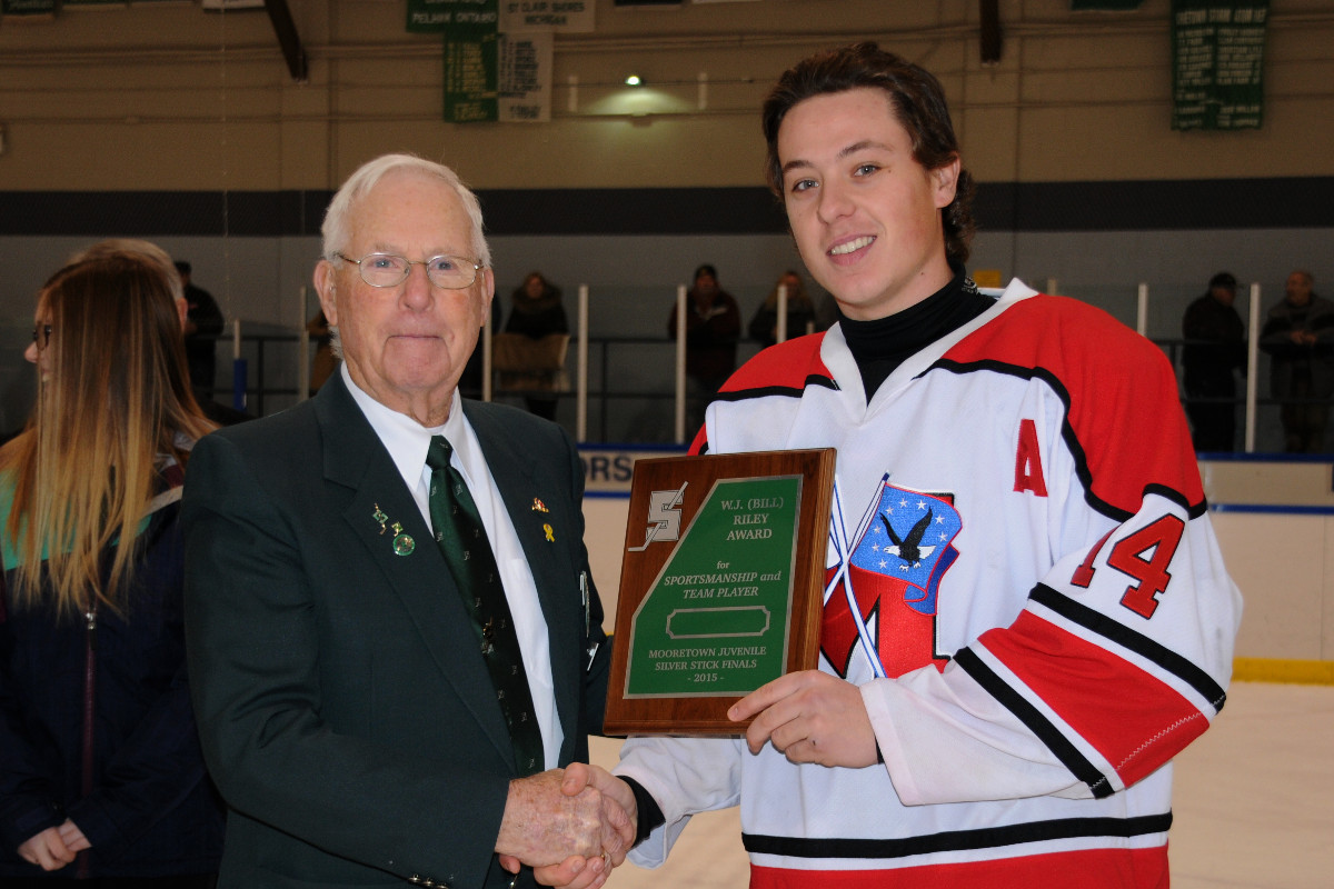 Bill_Riley_Sportsmanship_and_Team_Player_Award_for_Mooretown_Presented_to_Drew_Langlois_.jpg